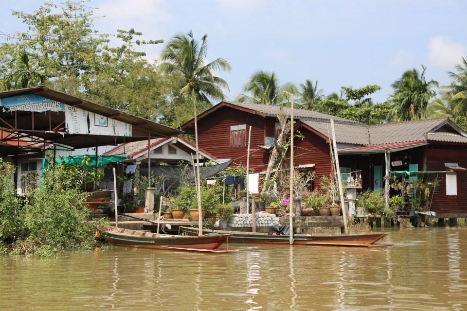 Life along Tapi river Surt Thani