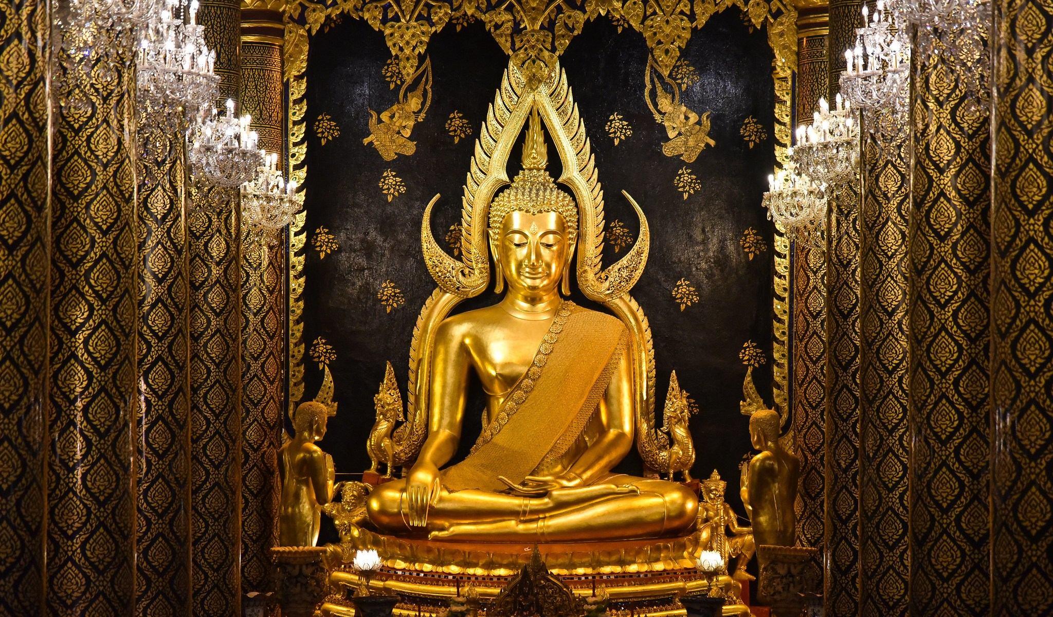 Phra Buddha Chinnarat in Wat Yai