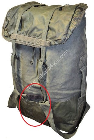 The top lid is reversible and has a rubber lining. Behind the rubber is a small pocket. Source: www.militairia4you.com