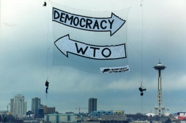 ป้ายมนุษย์บนอากาศ ระหว่างการประชุม WTO