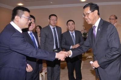 เดวิด ซุน ประธานบริหารบริษัท หัวเว่ย เทคโนโลยี ประจำภูมิภาคเอเชียตะวันออกเฉียงใต้ เข้าพบรองนายกฯ แสดงความสนใจลงทุนบรอดแบนด์และดาต้าเซ็นเตอร์ตามนโยบายเศรษฐกิจดิจิทัลของรัฐบาล (ที่มาภาพ: กลุ่มวิเทศสัมพันธ์ สำนักโฆษก)