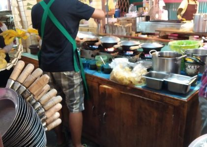 Lat Mayom – food and fun at a Bangkok floating market