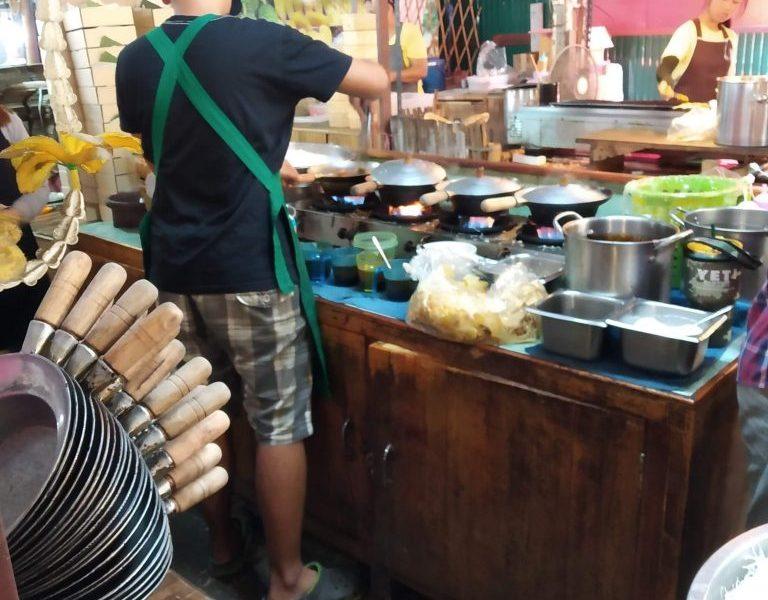 Lat Mayom - food and fun at a Bangkok floating market 1