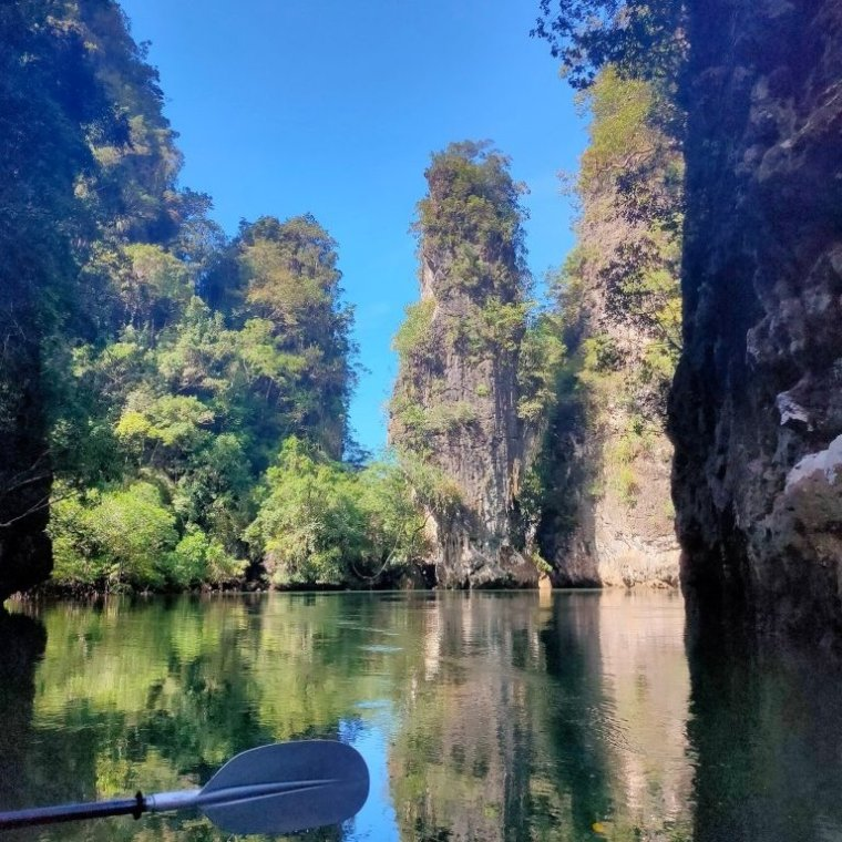 Sea kayaking Krabi