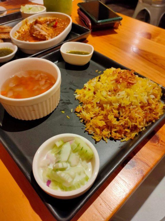 khao mak gai yellow rice