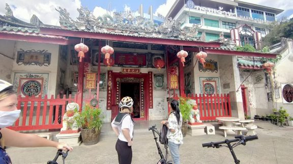 Bangkok by scooter in 2 hours: supercharged fun in Talad Noi and Chinatown 2