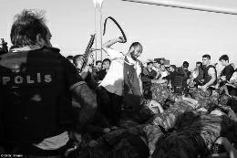 土耳其2745名法官被解职 政变军人遭民众暴打