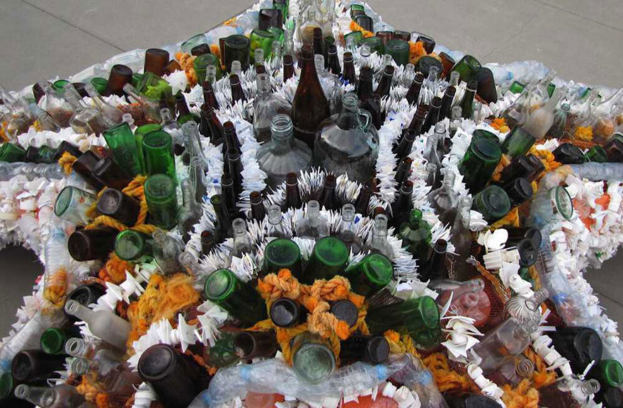 13-Sculptures-Made-of-Beach-Waste-That-Will-Make-You-Reconsider-Your-Plastic-Use2__880