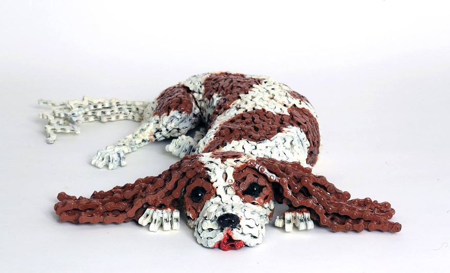 Unchained-I-Create-Dog-Sculptures-From-Recycled-Bicycle-Chains1__880