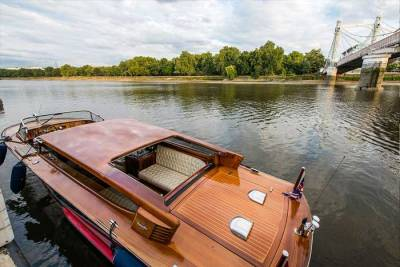 ThamesLimo_Gallery_View-of-the-boat