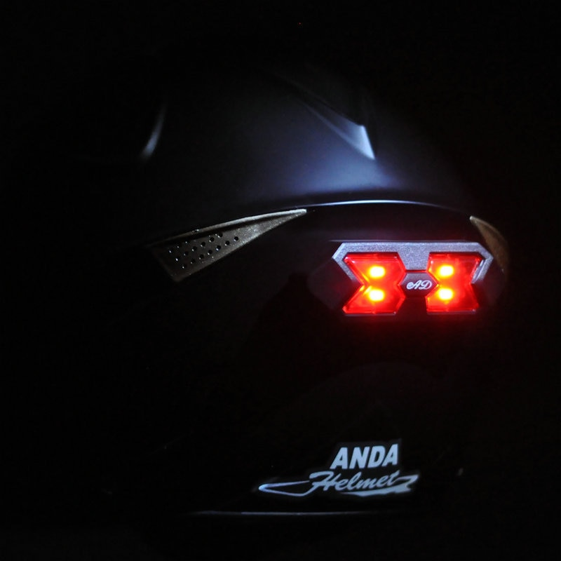 Helmet safety attachable & detachable light with 3 modes