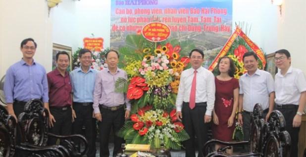 Phó Chủ tịch UBND thành phố Lê Khắc Nam thăm, chúc mừng các cơ quan báo chí