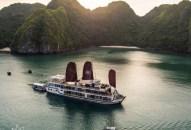 Chiêm ngưỡng đội tàu đẳng cấp trên vịnh Lan Hạ