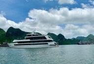 Tour du thuyền 'sang chảnh' Hạ Long hút khách Việt