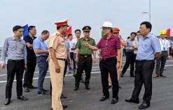 Phó Chủ tịch Thường trực UBND thành phố Nguyễn Xuân Bình kiểm tra công tác chuẩn bị Lễ thông xe kỹ thuật công trình cầu Hoàng Văn Thụ