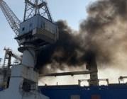 Nổ, cháy tàu hàng rời đang sửa chữa