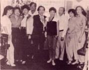 Từ trái: Thanh Thúy, Trúc Mai, Thanh Lan (lớn), Nguyễn Long, Trần Văn Trạch, Thái Xuân, Lê Văn Tthiện, Kim Tuyến, Lưu Hồng