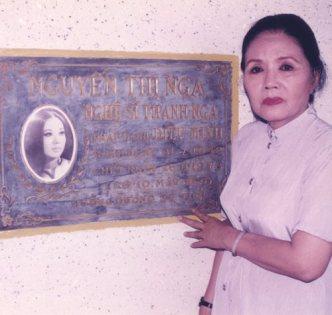 Sầu nữ Út Bạch Lan viếng mộ Thanh Nga