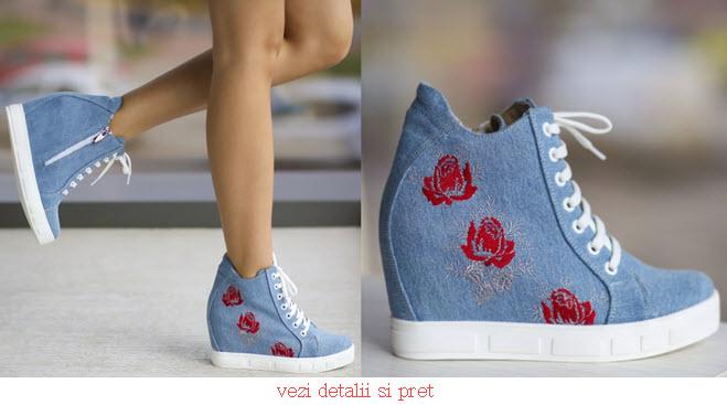adidasi dama din jeans cu platforma si broderie rosie cele mai in trend modele din denim cu talpa groasa alba