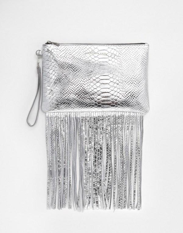geanta cu franjuri gen clutch de culoare argintie