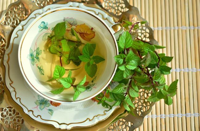 ceai din frunze de menta pentru hidratarea organismului