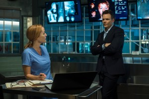 THE X-FILES: L-R: Gillian Anderson and guest star Joel McHale. The next mind-bending chapter of THE X-FILES debuts with a special two-night event beginning Sunday, Jan. 24 (10:00-11:00 PM ET/7:00-8:00 PM PT), following the NFC CHAMPIONSHIP GAME, and continuing with its time period premiere on Monday, Jan. 25 (8:00-9:00 PM ET/PT). ©2016 Fox Broadcasting Co. Cr: Ed Araquel/FOX