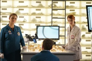 "BONES:  L-R:  Emily Deschanel, TJ Thyne and guest star Laura Spencer in the ""The Price for the Past"" episode of BONES:  THE FINAL CHAPTER airing Tuesday, Jan. 24 (9:01-10:00 PM ET/PT) on FOX.  ©2016 Fox Broadcasting Co.  Cr:  Kevin Estrada/FOX"