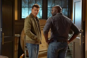 """BONES:  L-R:  David Boreanaz and guest star Michael Johnson in the """"The Price for the Past"""" episode of BONES:  THE FINAL CHAPTER airing Tuesday, Jan. 24 (9:01-10:00 PM ET/PT) on FOX.  ©2016 Fox Broadcasting Co.  Cr:  Kevin Estrada/FOX"""