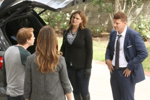 "BONES:  L-R:  Guest star Justin Castor, guest star Julie Claire, Emily Deschanel and David Boreanaz in the ""The Final Chapter:  The Tutor in the Tussle"" episode of BONES airing Tuesday, Jan. 31 (9:01-10:00 PM ET/PT) on FOX. ©2016 Fox Broadcasting Co. Cr: Patrick McElhenney/FOX"