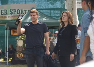 """BONES:  L-R:  David Boreanaz and Emily Deschanel in the """"The Flaw in the Saw"""" episode of BONES airing Tuesday, Feb. 7 (9:01-10:00 PM ET/PT) on FOX.  ©2017 Fox Broadcasting Co.  Cr:  Ray Mickshaw/FOX"""