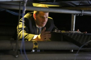 """BONES:  David Boreanaz in the """"The Final Chapter:  The Day In The Life"""" episode of BONES airing Tuesday, March 21 (9:00-10:00 PM ET/PT) on FOX.  ©2017 Fox Broadcasting Co.  Cr:  Ray Mickshaw/FOX"""