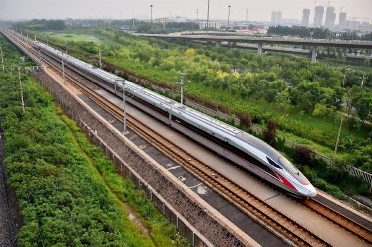 قطار الطلقة الصيني أسرع قطار في العالم
