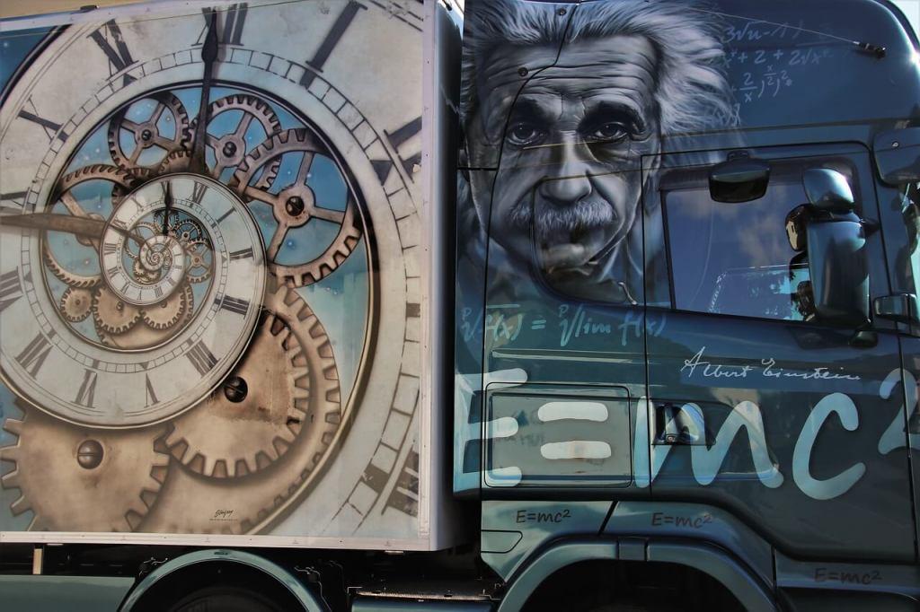 النظرية النسبية لآينشتاين