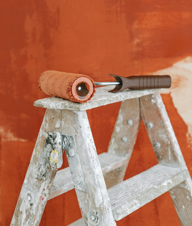 exterior-paint-pexels-ivan-samkov-5799089