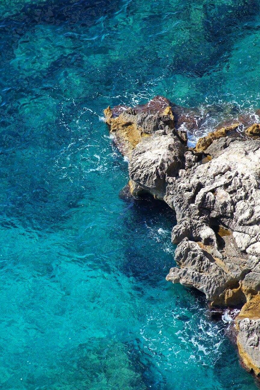 sea and rocks capri