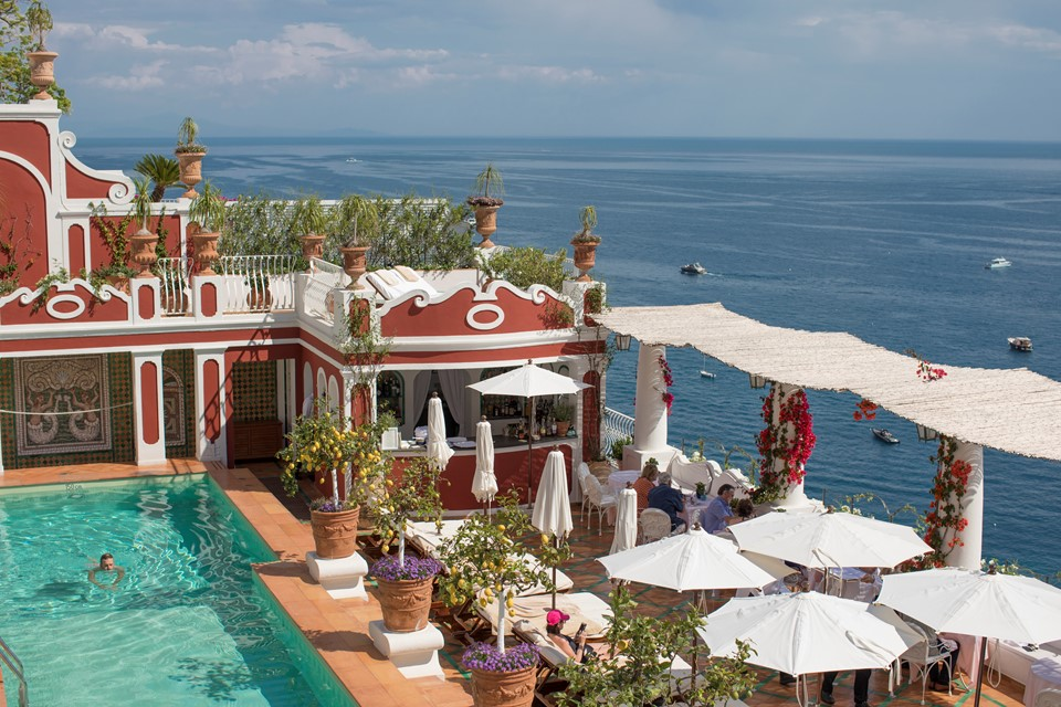 A swimming pool on the edge of the seaside