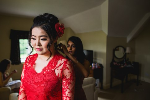 Bridal morning preparations at D&H wedding - real wedding inspiration