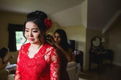 Bridal morning preparations at D&H wedding - real wedding inspiration