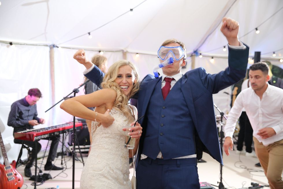 Real wedding inspiration - after the wedding speeches - diving mask