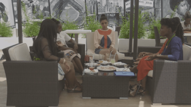 e10-Girls at lunch 11