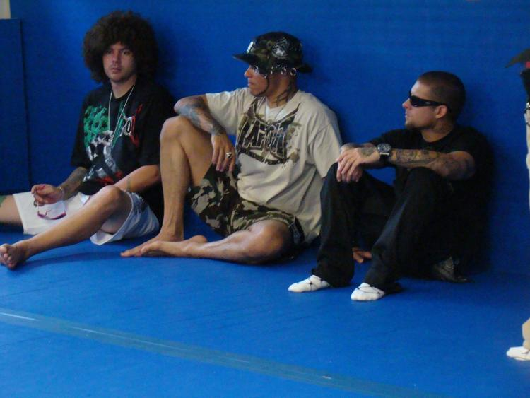 Skyskrape, Mask and Punkass watching guys sparring