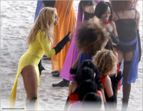 beyonce 23 e1302787288281 Hot Shots: Beyonce On Set Of New Video (Day 3)
