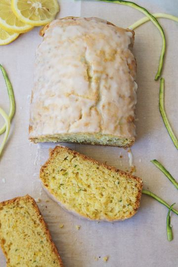 Lemon-zucchini-bread-with-2-slices-cut-off