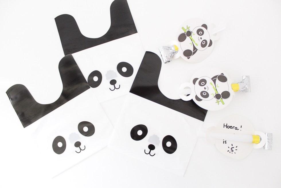 panda traktatie, traktatie, trakteren, pandzakjes, panda, roltongen, kinderfeestje, uitdeelkadootjes, uitdeelkadootje, inspiratie, thathomepage, pandafeestje