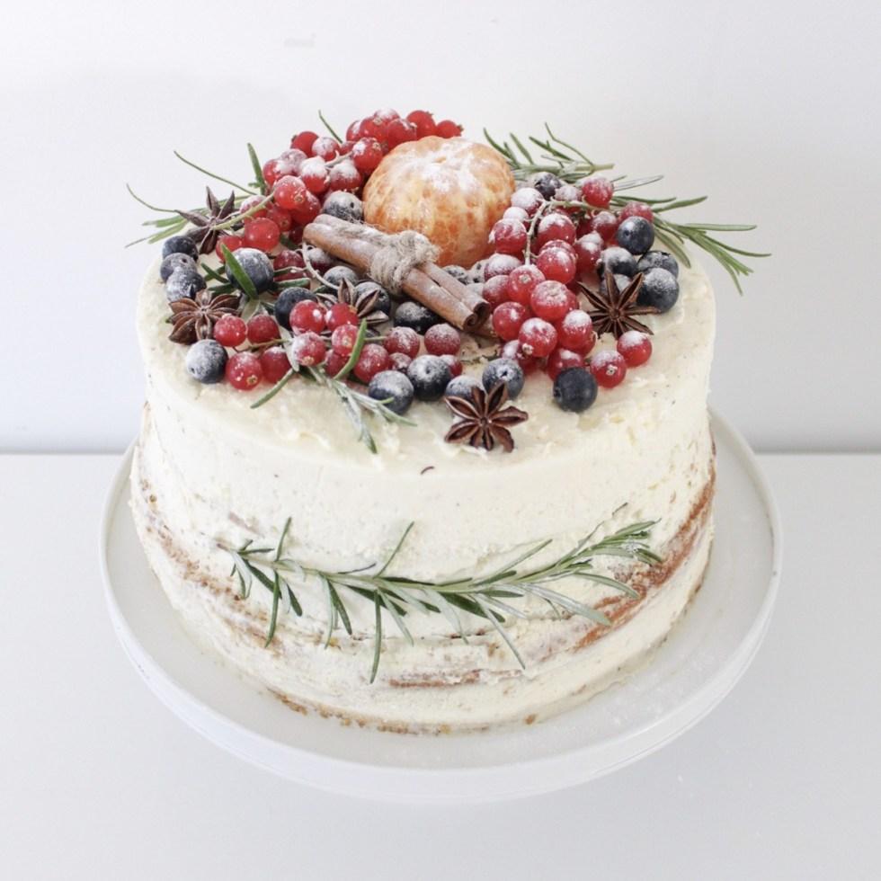 kersttaart, kerst, kerst taart, taart maken, taart decoreren, stapeltaart, diepvriestaart, Lidl taart, wintertaart, taart versieren, inspiratie, thathomepage, (th)athomepage, slagroomtaart, snelle taart