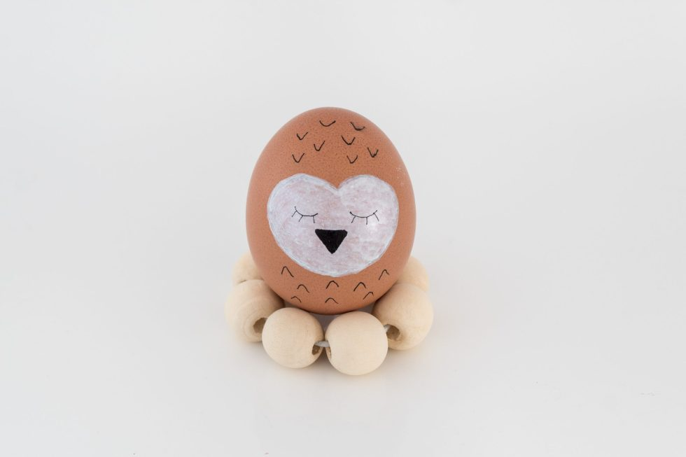 paasei, paaseieren, verven, paaseieren verven, eieren verven, uil ei, knutseltip, knutseltips, paasinspiratie, paasdecoratie, pasen, thathomepage, diy eierhouders