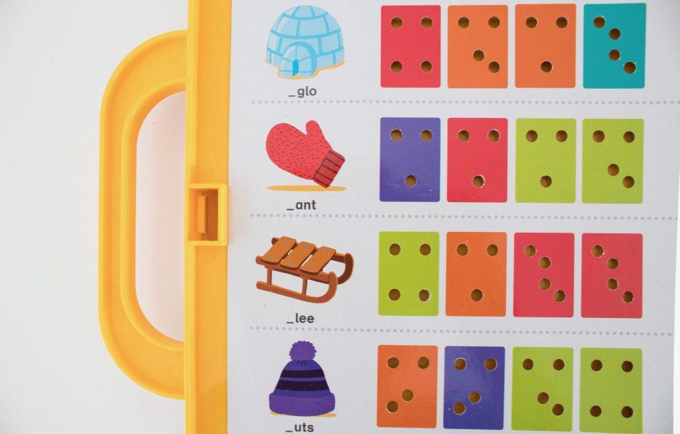 spelenderwijs leren lezen, leren lezen, lezen, spelletjes, educatief speelgoed, ik leer lezen, ik leer letters, letters leren, woordjes leren, ik leer woordjes, leerzaam, leerzaam speelgoed, mamablogger, mamablog, analfabetisme, thathomepage, (th)athomepage, speelgoed, ik leer lezen koffer, Jumbo, Jumbo games, Koninklijke Jumbo, Jumbo spellen