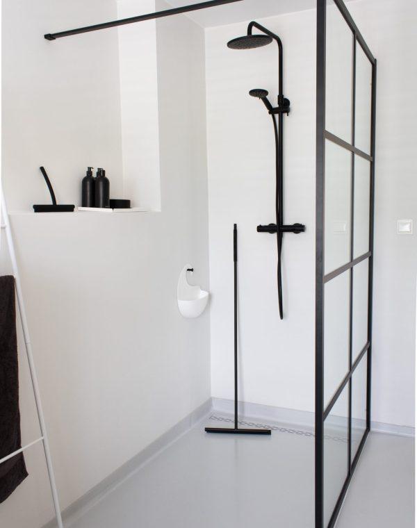 badkamer, badkameraccessoires, douchewisser, vloertrekker, vloerwisser, schoonmaken, badkamerinspiratie, interieurinspiratie, badkamer gietvloer, interieurblog, thathomepage, (th)athomepage, MODO
