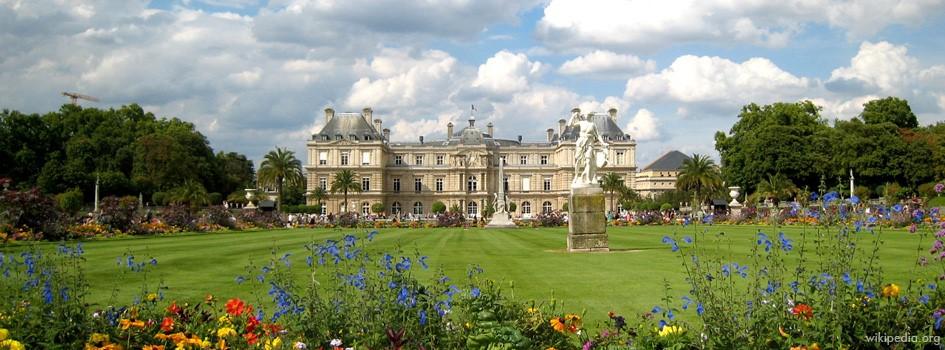 lawns of jardin de luxembourg