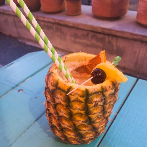 tropicale Pina colada in a whole pineapple